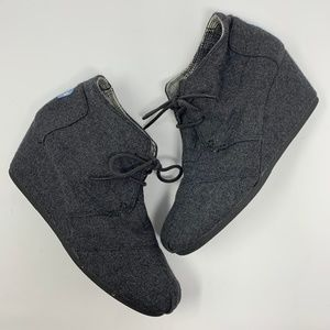 Toms Grey Wool Desert Wedge Booties Laceup